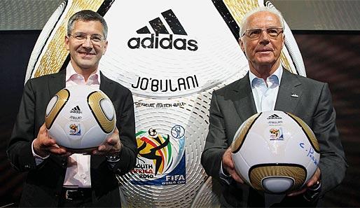https://i1.wp.com/www.spox.com/de/sport/fussball/wm/wm2010/1004/Bilder/franz-beckenbauer-jo-buli-finalball-adidas-514.jpg