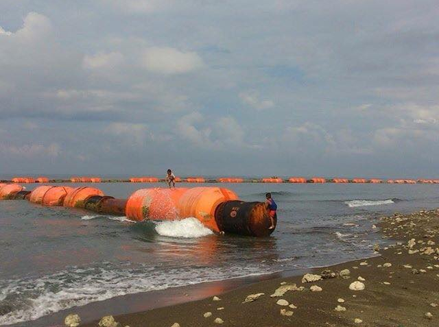 WHAT'S GOING ON? – Floating booms with Chinese writings on markings seen off Zambales