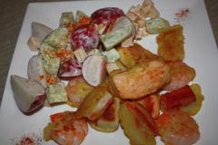 Tempura owoce morza z sałatką