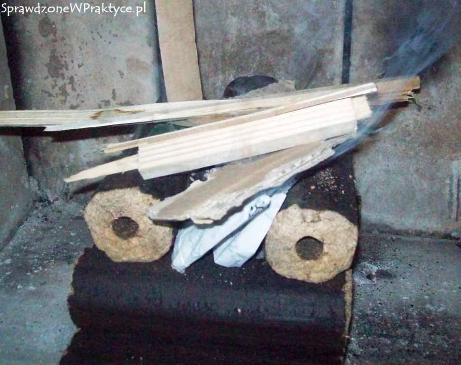 Rozpalanie brykietu firmy SEK-POL