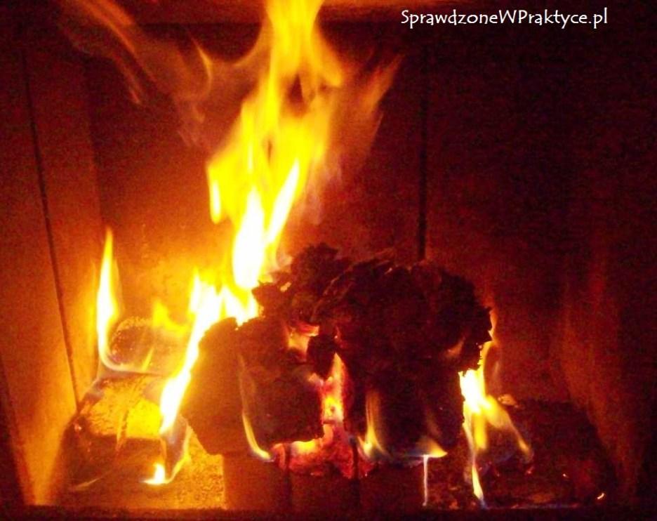 płonący brykiet po dwóch godzinach