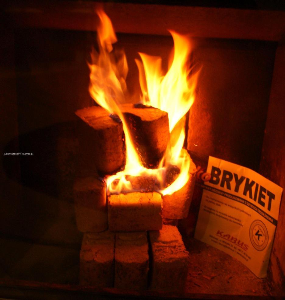Brykiet KABUS radośnie płonie