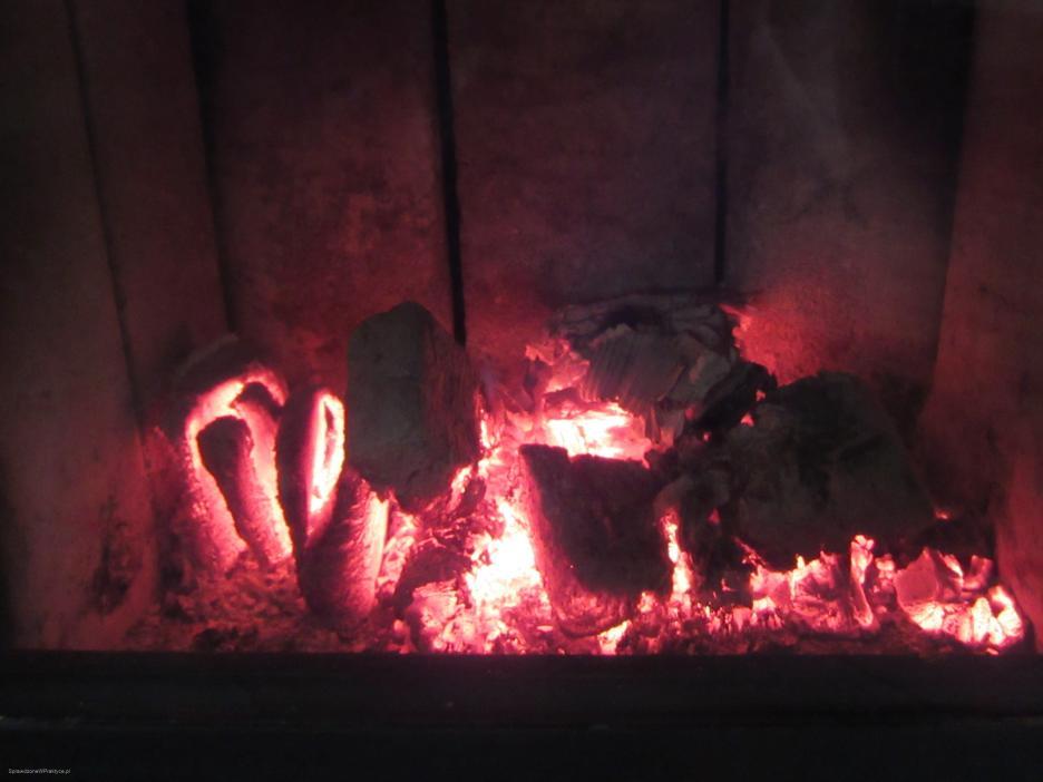 gorący żar w kominku