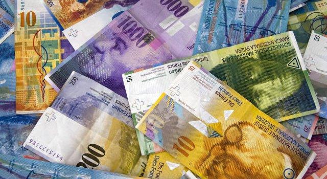 Kredyt we frankach szwajcarskich, czyli kredyt walutowy czy waloryzowany?
