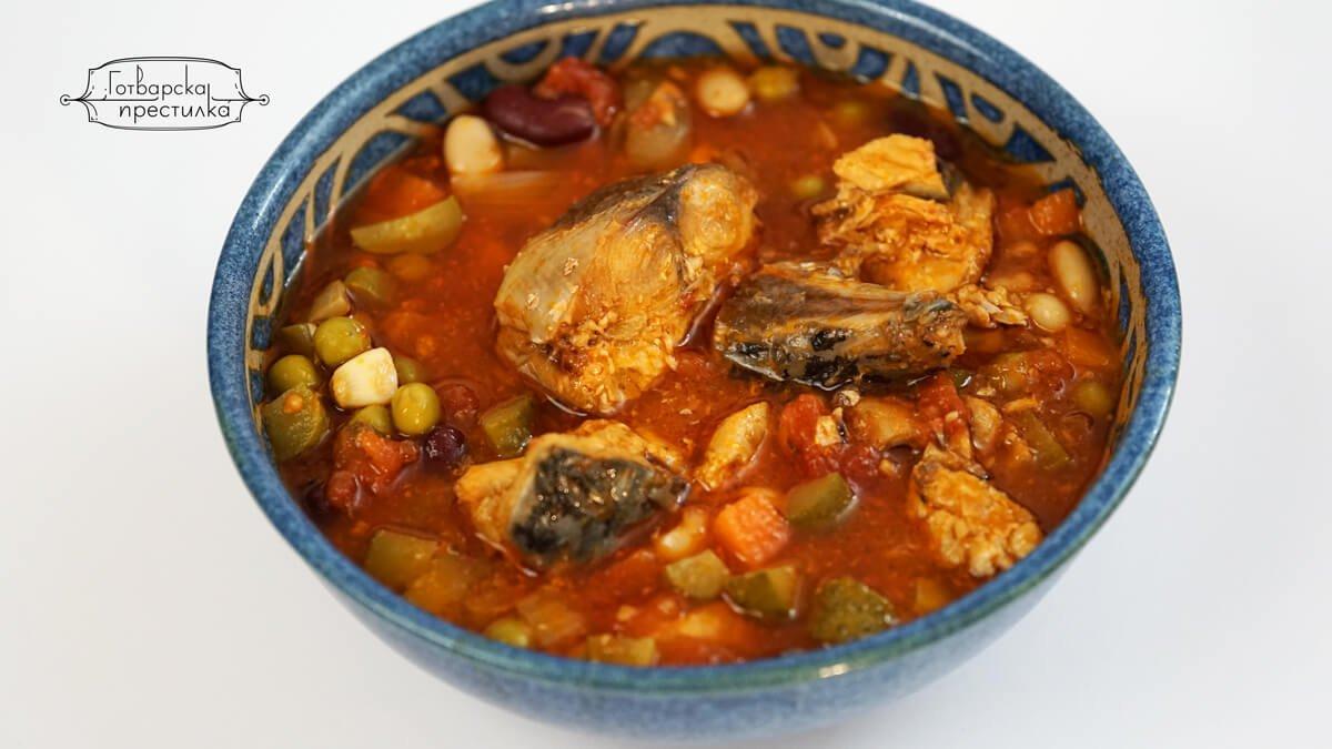 Паламуд- Ропотамо. Детска закуска ропотома, приготвено като яхния с грах, боб, кисели краставички и гъст доматен сос