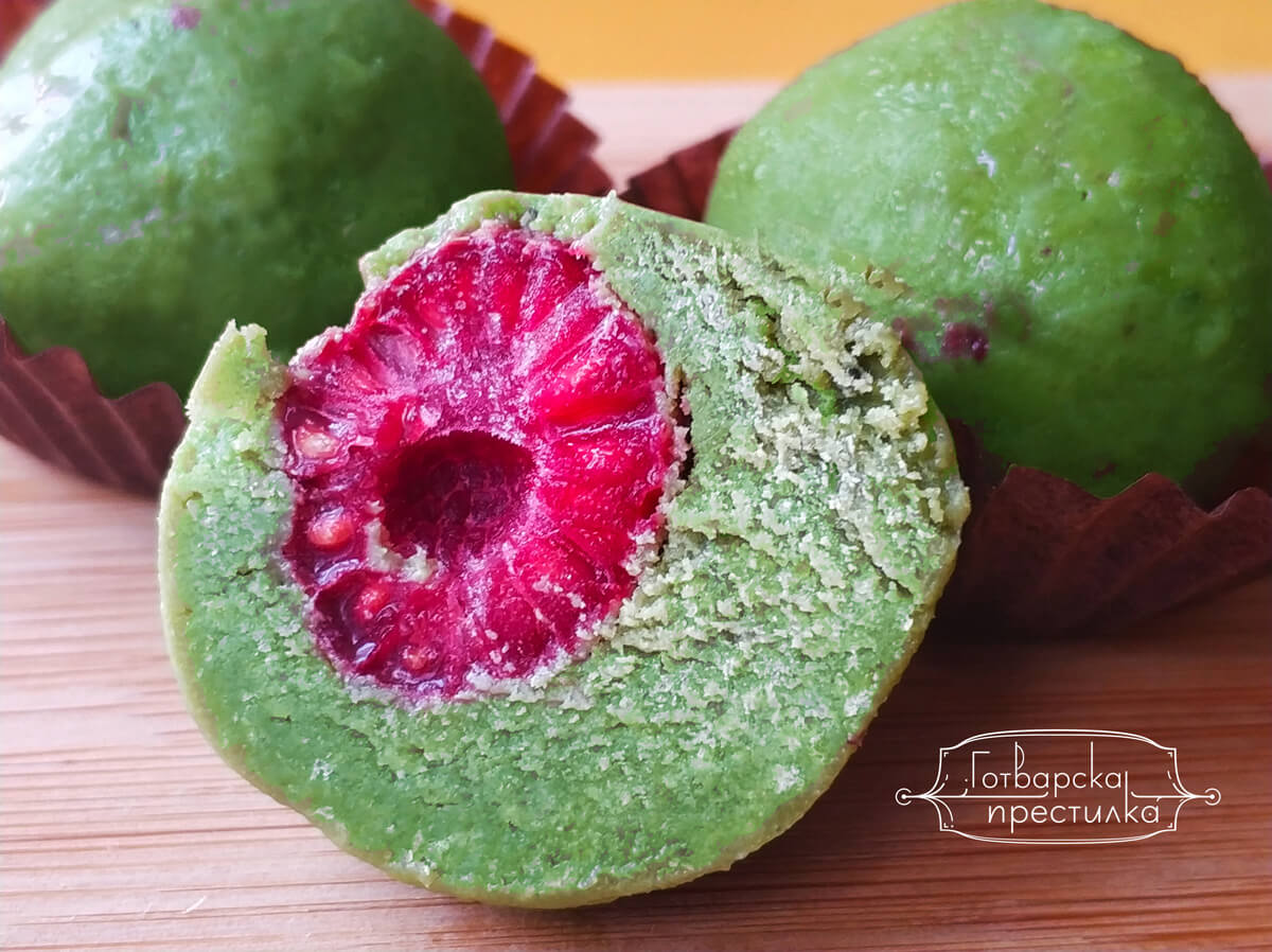 Бонбони с малини и зелен чай Матча