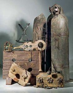 Jemanden auf die Folter spannen - © epbechthold, Wikipedia