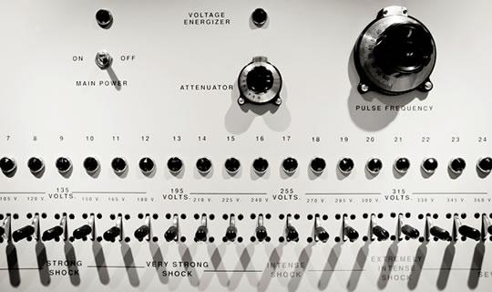 shock generator Stanley Milgram: Yetki veya Sadece Uyum Ä°taat?