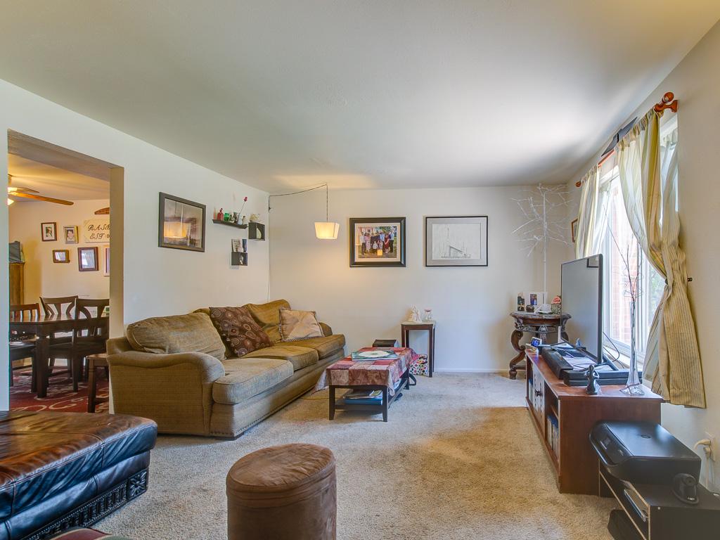 Cree-Living Room