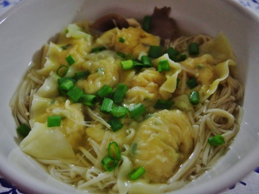 Chicken Wanton Soup with Enoki Mushrooms Recipe
