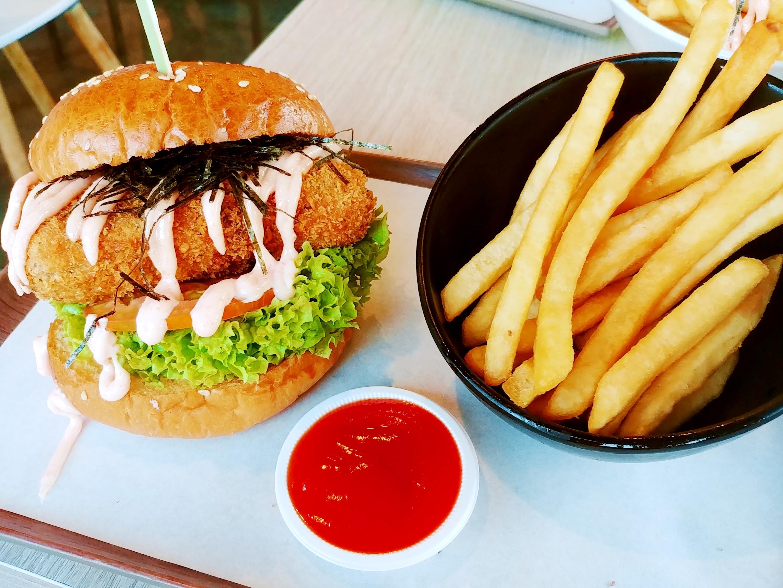 GRUB Bishan | Burger Bistro in a Park