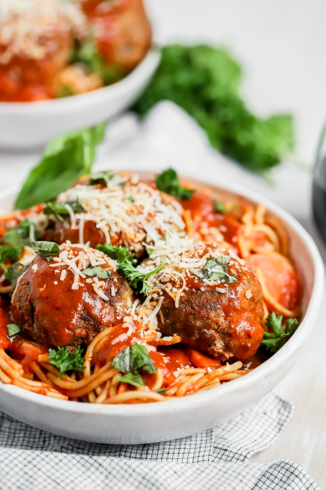 30 Minute Instant Pot Spaghetti and Meatballs
