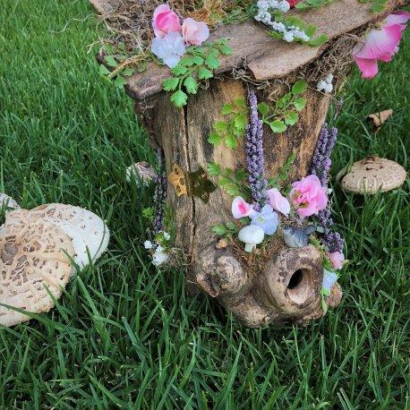 Deluxe Log Fairy House (2)