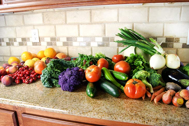 Naturally Cleaning Vegetables and Fruits