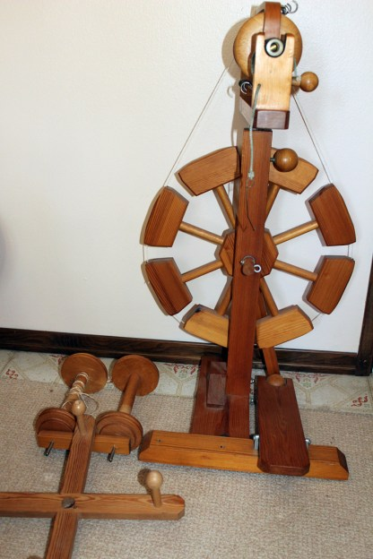 Moswolt spinning wheel M-1 front view.