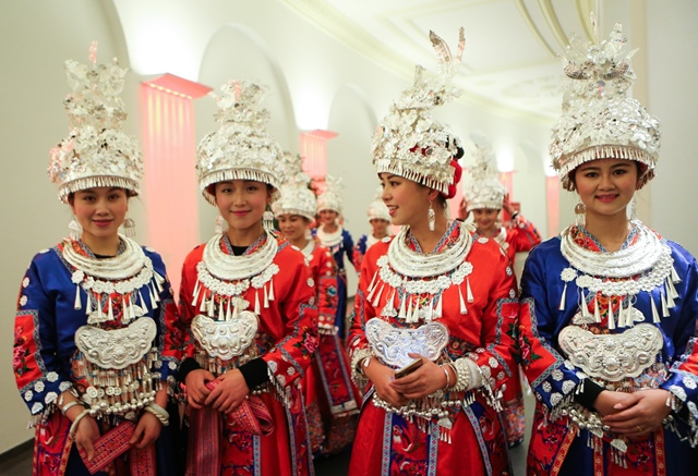 Chinese dancers wearing traditional costumes  attend the opening ceremony of CeBIT 2015 in Hanover, Germany, on March 15, 2015. Top IT business fair CeBIT 2015, which features a strong Chinese presence, kicked off on Sunday in Germany. (Xinhua/Zhang Fan)