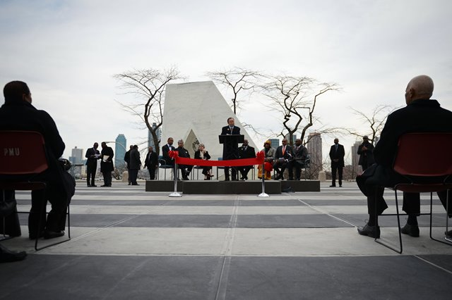 """UN Secretary-General Ban Ki-moon (C) speaks during the unveiling ceremony of a permanent memorial named """"Ark of Return"""" to honour the victims of slavery and the transatlantic slave trade, at the UN headquarters in New York, on March 25, 2015. The UN unveiled a permanent memorial at the UN Headquarters in New York on Wednesday to honor the victims of slavery and the transatlantic slave trade. (Xinhua/Niu Xiaolei)"""