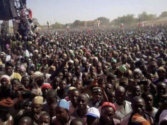 BREAKING: Crowd disrupts Buhari's campaign in Jos, forces president to leave without speech
