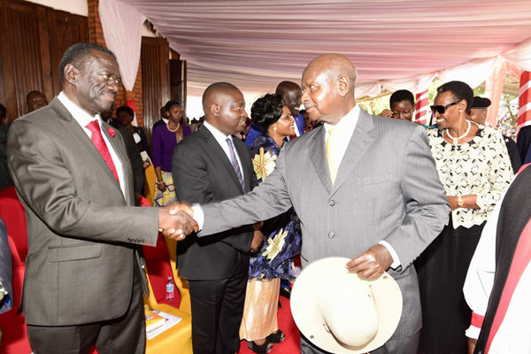 Besigye,Museveni Shake Hands Again On Martyrs Day