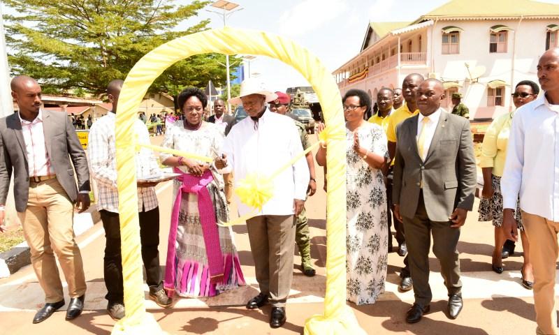 Museveni Launches NITA-Uganda Jinja Data Centre