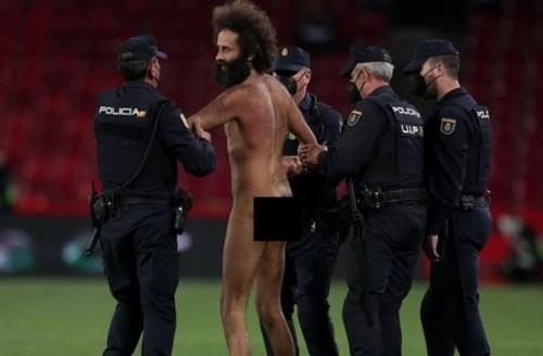 Drama! Man U, Granada Game Halt As Naked Man Invades Pitch, Runs Behind Players (VIDEO)