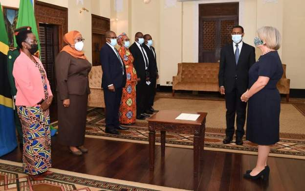 Forget About Magufuli: Tanzania President Suluhu Hassan Introduces COVID-19 Measures At State House, Appoints Committee Of Experts To Handle The Pandemic