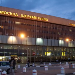 Flughafen Scheremetjewo Edward_Joseph_Snowden_-_Arrival_at_Sheremetyevo_International_Airport_04