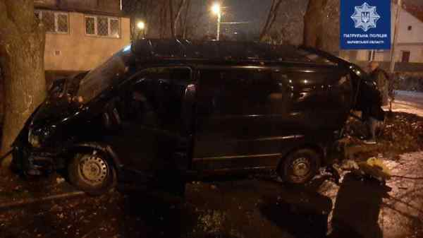 Авария на ХТЗ: машина влетела в дерево (фото ...