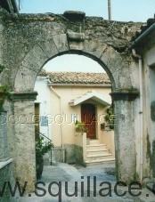 portale-zona-castello
