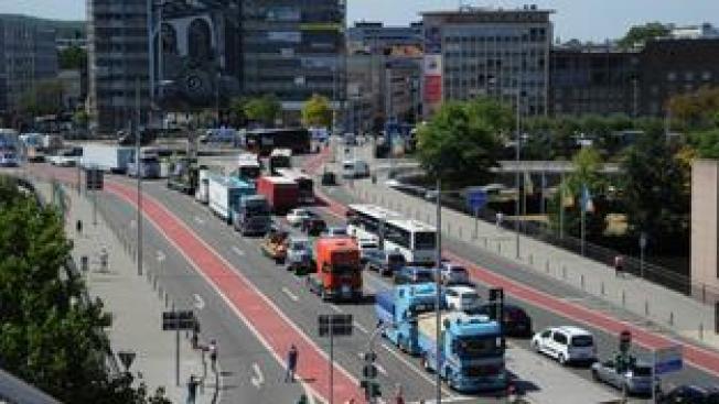 Verkehrschaos anlässlich einer Demonstration der Schausteller in der Saarbrücker Innenstadt (Foto: Imago Images/BeckerBredel)