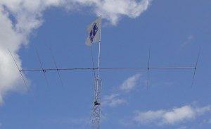 Antenni ja SRAL:n lippu.