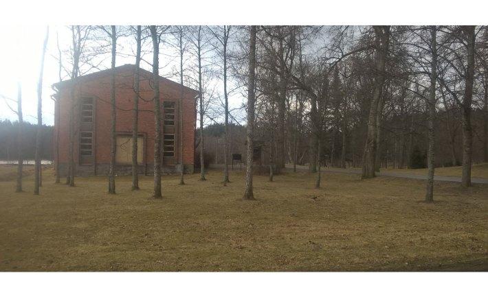 Maatalousmuseo metsikössä.