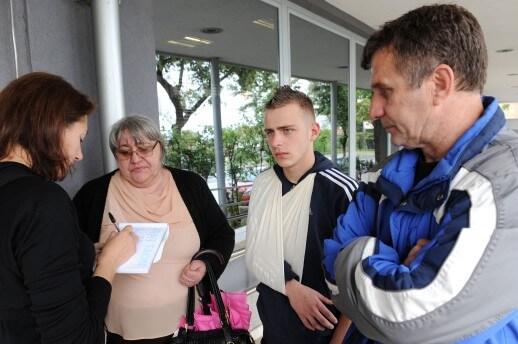 Policija pred majkom pretukla 16-godišnjaka