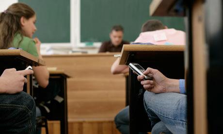 Razmatra se uvođenje zabrane korištenja mobitela u školama