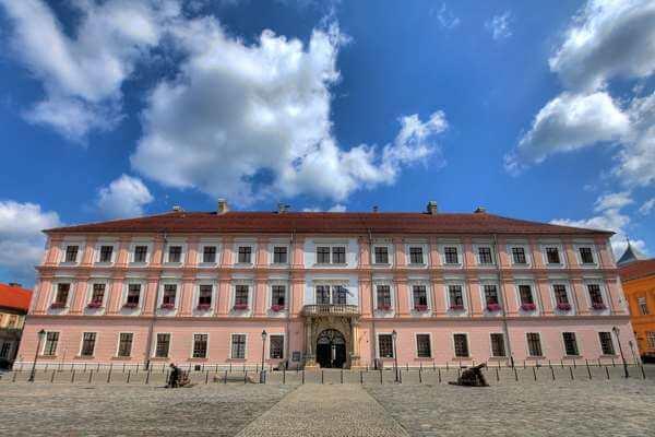 Sveučilište u Osijeku očito ima viška novca: Samo izvjesnom Johnu Smithu iskeširali su 100.000 kuna