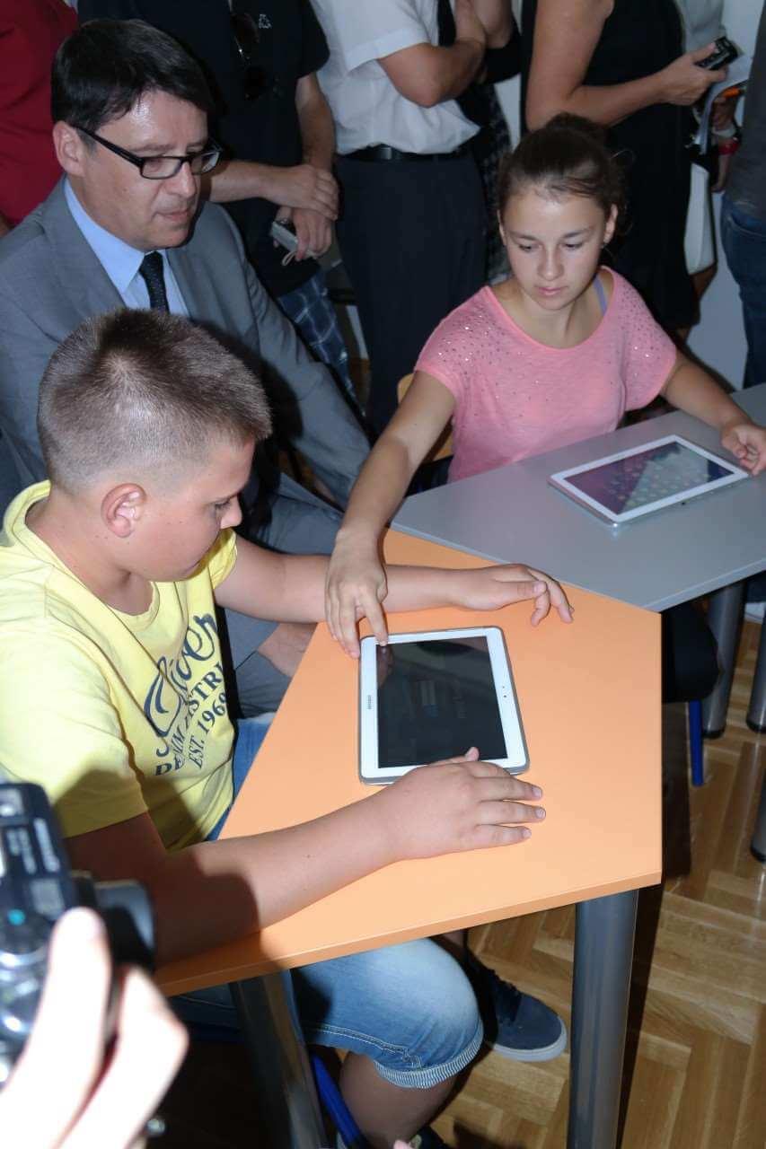 Mala dalmatinska škola dobila potpuno informatiziranu učionicu iz budućnosti