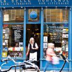 Knjižara La Belle Hortenseu Parizu specifičnija je od ostatka ovog specifičnog 'društva knjižara'. Naime osim knjiga u njoj se nudi veliki izbor kvalitetnih vina