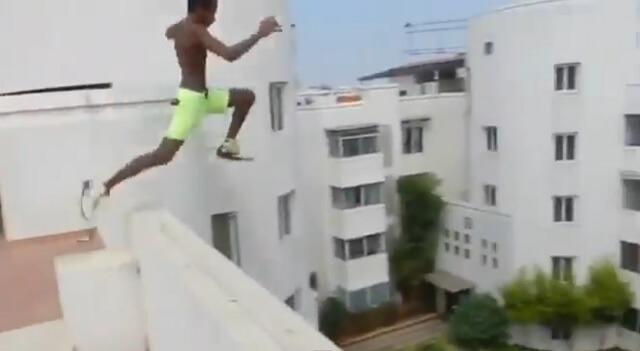 Tinejdžer izveo ludi skok s krova zgrade i prošao bez posljedica