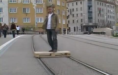 Video: Umjesto skupog javnog prijevoza mladić smislio besplatnu alternativu