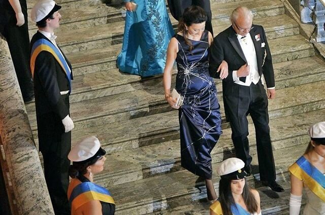 Po Nobelovu nagradu došla u haljini koja prikazuje njezino otkriće