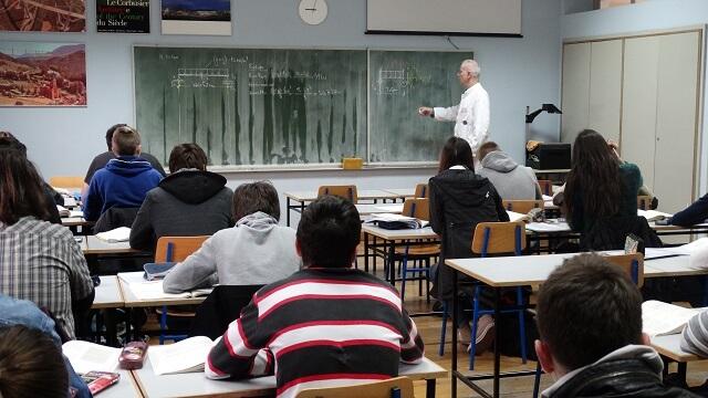 MZOS objavio nacrt Pravilnika prema kojemu bi srednjoškolci neke predmete slušali na stranome jeziku