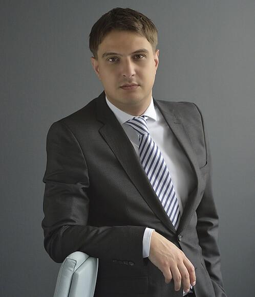 Dekan Bernaysa volontira kao Karamarkov savjetnik