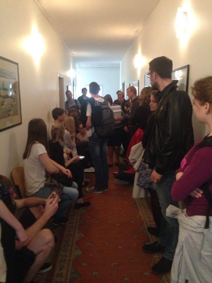 Studenti Filozofskog na nekoliko sati blokirali ured dekana Previšića