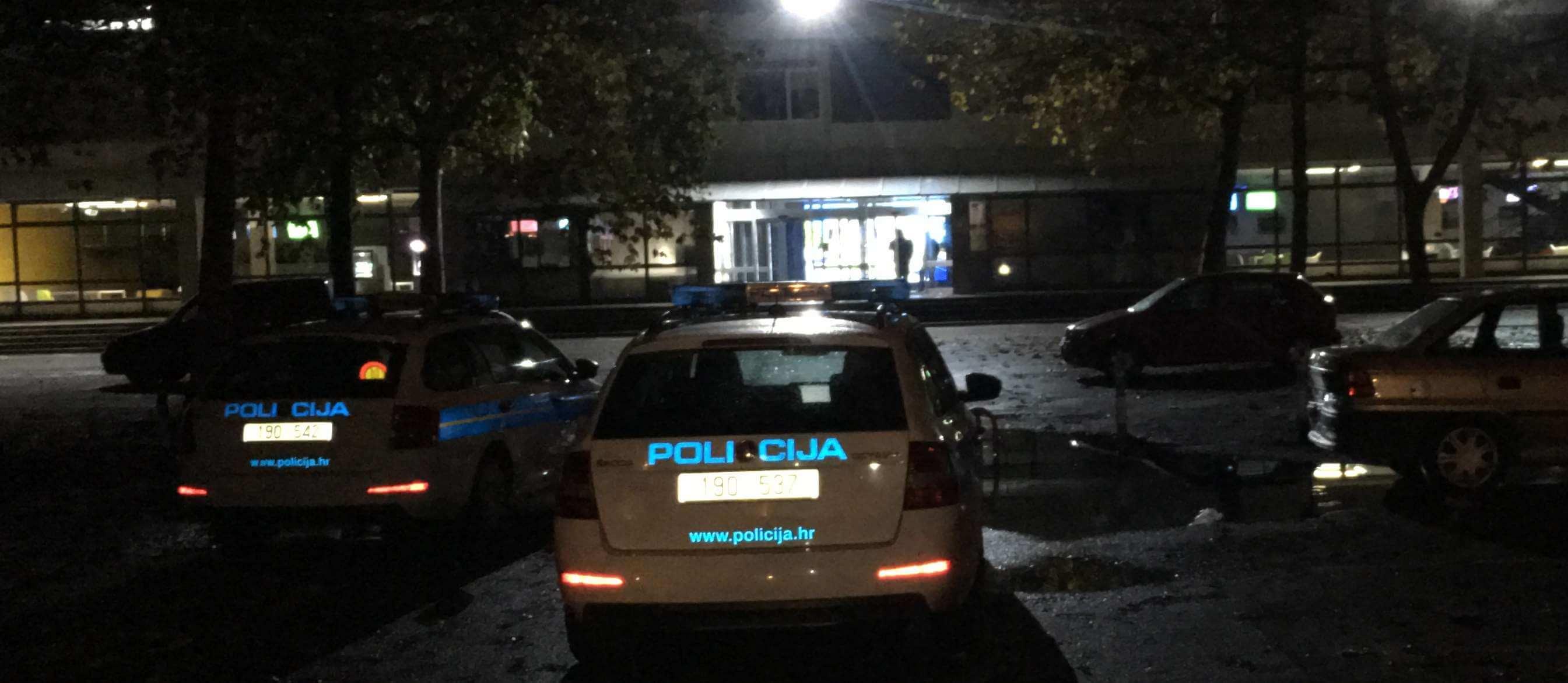 [FOTO] Policija intervenirala na FER-u nakon ponoći