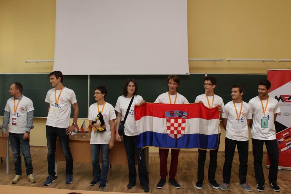 Briljantni mladi matematičari: Na Srednjoeuropskoj olimpijadi naši učenici osvojili zlato i četiri bronce