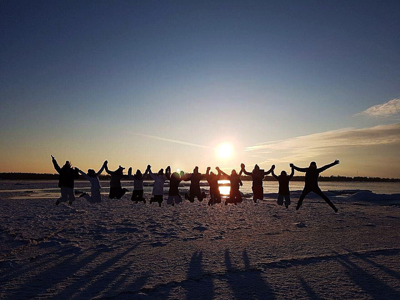 Ovo nije random fotka s neta, nego zagrebački gimnazijalci negdje daleko na terenskoj nastavi u Finskoj