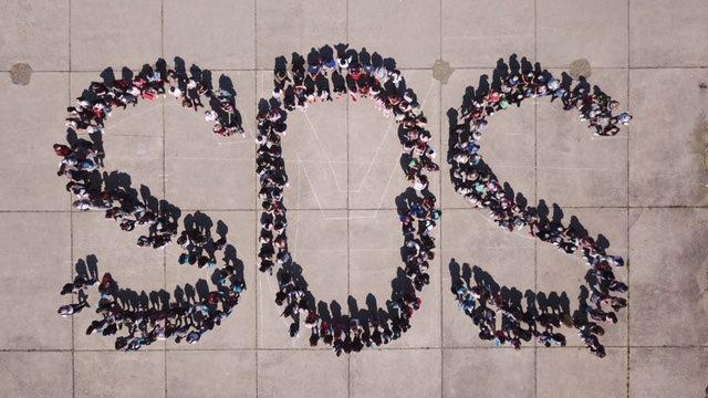 Mladi, ali već jako odgovorni: Milenijskom fotografijom učenici iz Slavonskog Broda pozvali u pomoć