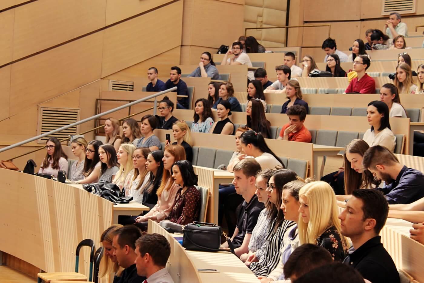 Državna matura još nije ni počela, a na ovim se fakultetima već 'tuku' za mjesto: Pogledajte koji su najtraženiji studiji u Hrvatskoj
