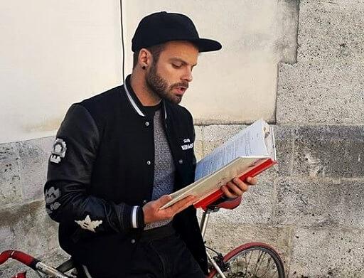 Mladi redatelj ponovno u akciji #idalječitam: Otkrio nam je koju će knjigu Vladi čitati svaki dan u 6:11 sati poslijepodne