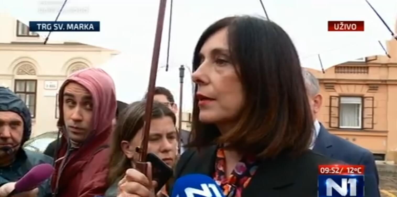Blaženka Divjak ispred Vlade